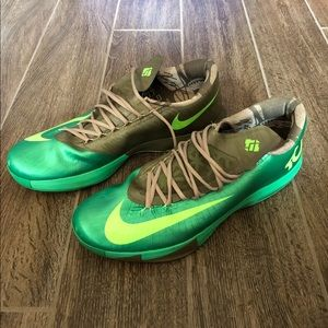 KD Bamboo 6s, size 18